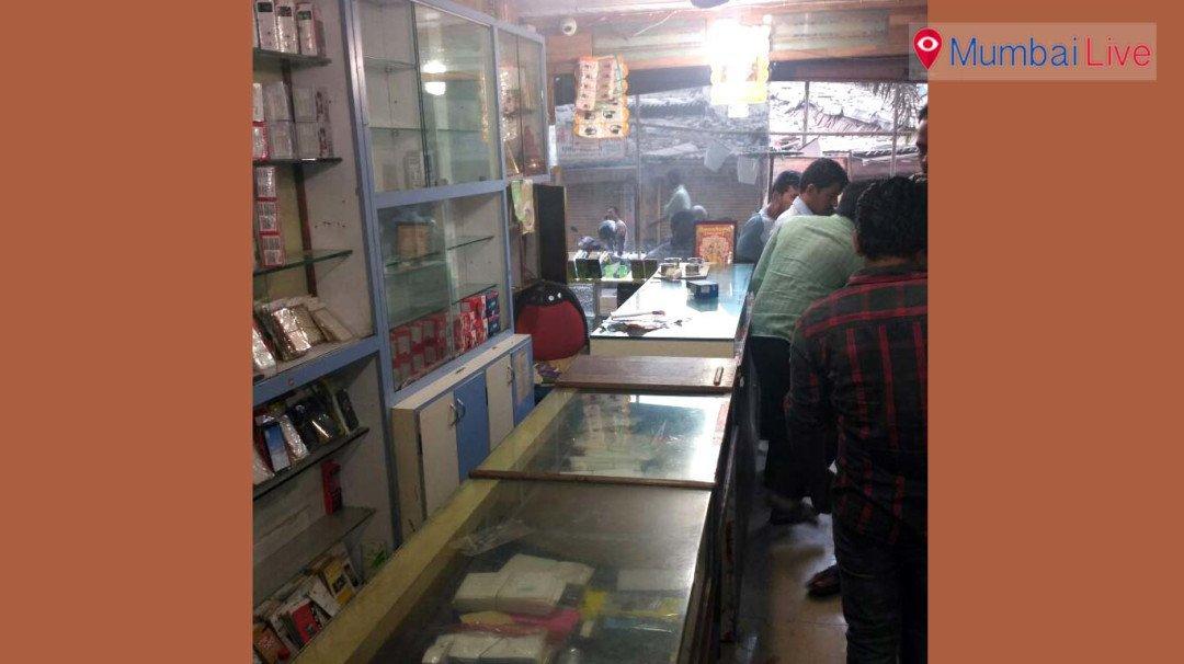 मालाडमध्ये मोबाईलच्या दुकानात चोरी