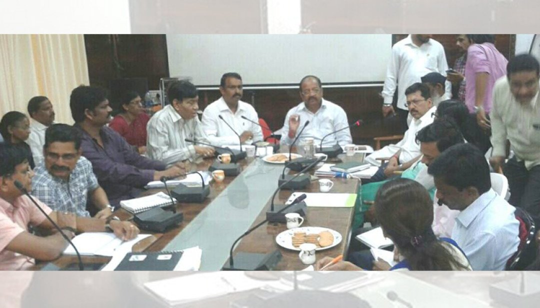 Gopal Shetty meets MHADA & BMC officers