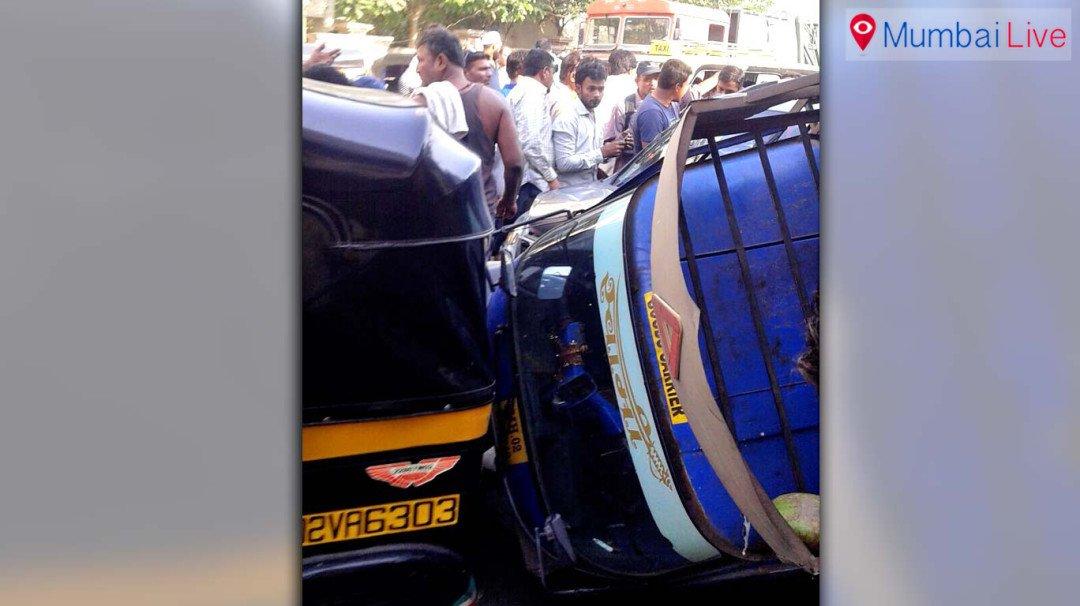 ओला कार ने तीन गाड़ियों को मारी टक्कर