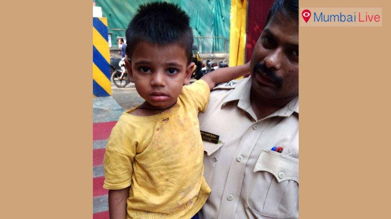 Trombay police finds child at rickshaw stand