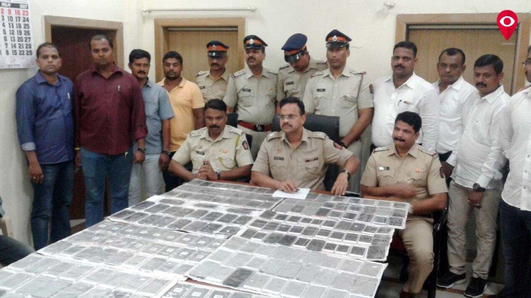 235 मोबाइल चुराने वाला चढ़ा पुलिस के हत्थे