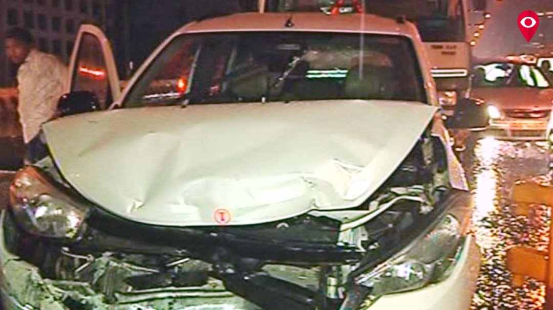 Rains cause five cars to collide at Bandra