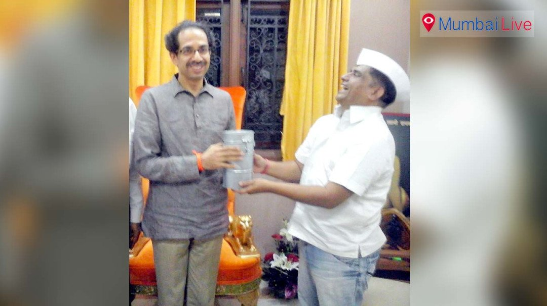 Dabbawalas pledge support to Shiv Sena