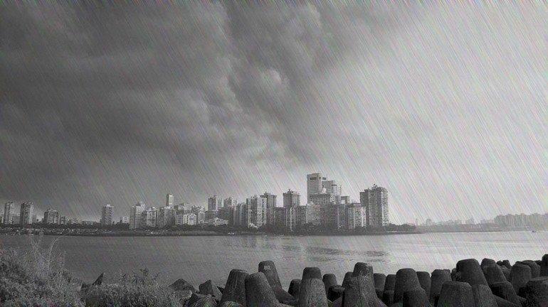 ओखी का असर : मुंबई में हुई बारिश
