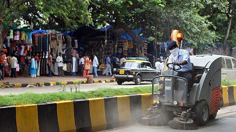 मुंबईच्या रस्त्यांचे पैसे खातोय कोण?