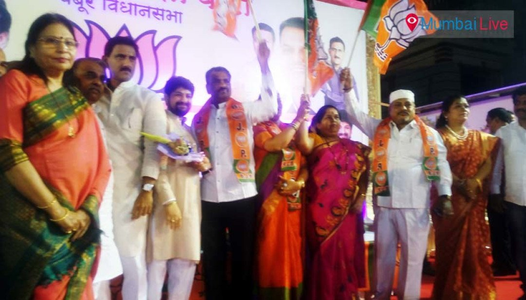 Subhash Marathe and Ashatai Marathe joins BJP