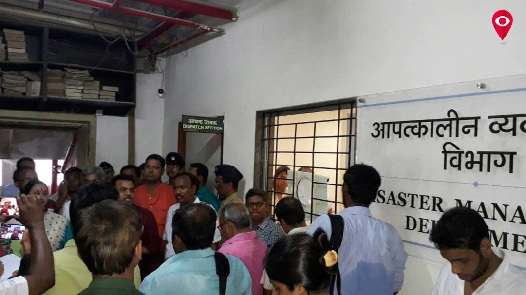 Sanjay Nirupam stopped from entering BMC's emergency mgmt cell