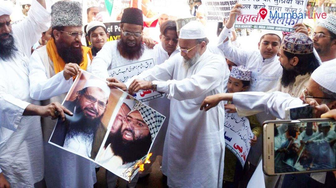 दहशतवादी हल्ल्याच्या निषेधार्थ मुस्लिम बांधव रस्त्यावर