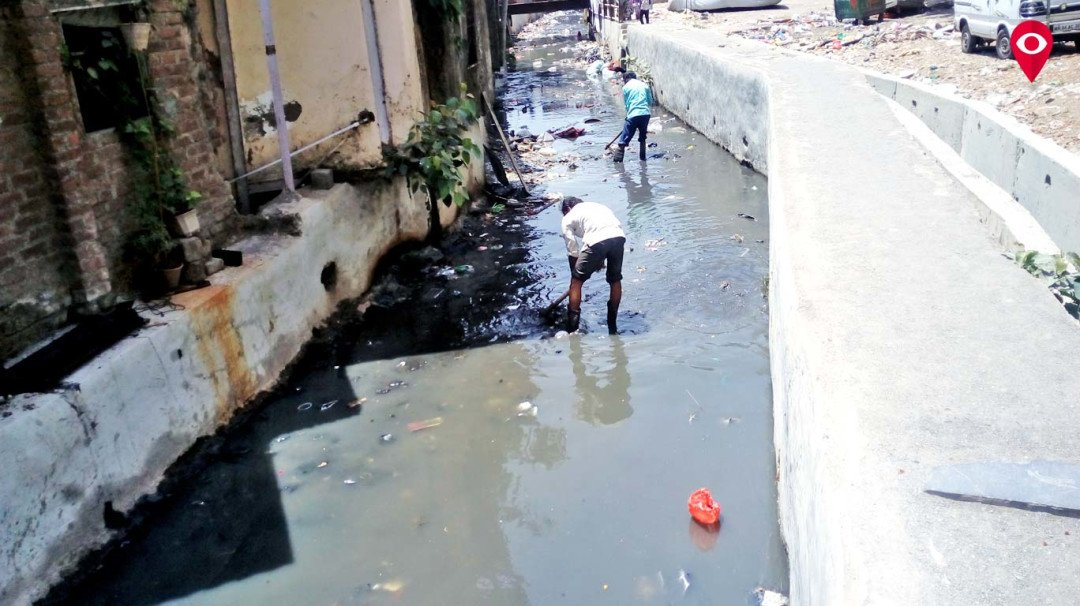 मुंबई लाइव की खबर का असर, नाला हुआ साफ