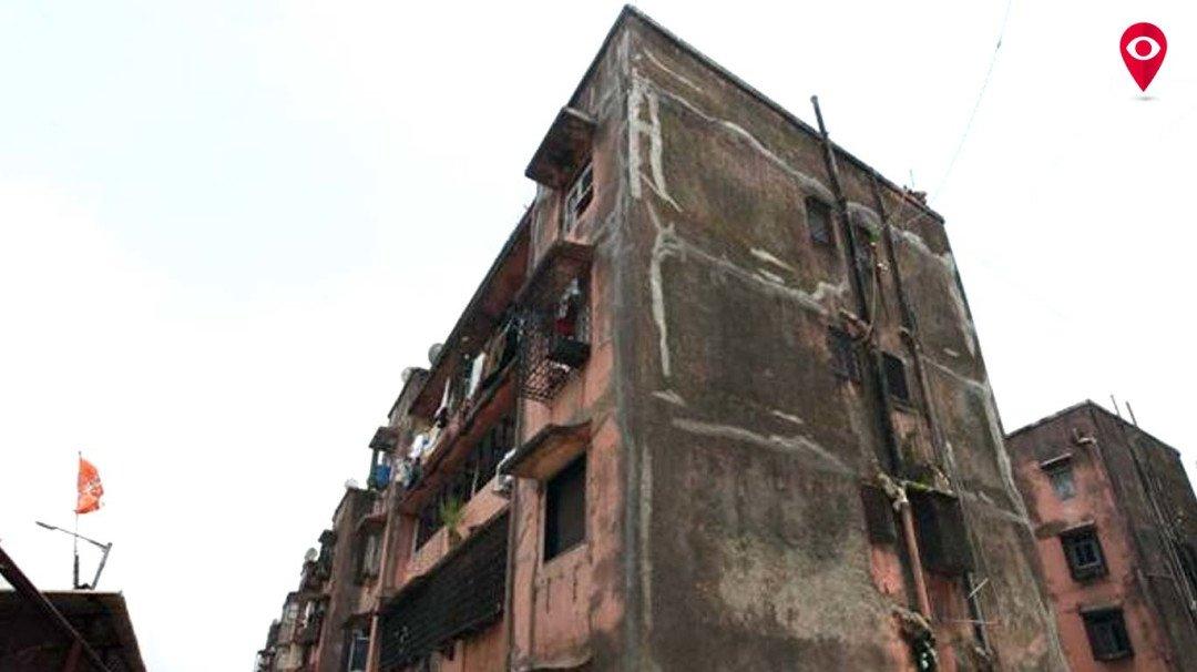 खतरनाक इमारत कह कर घर से निकला, अब ट्रांजिट कैंप में गुजार रहे नरक की जिंदगी