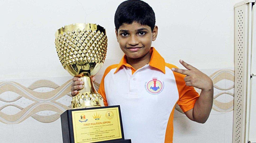 बाल दिन विशेष : ९ वर्षांच्या ओमला बनायचंय बुद्धिबळ चॅम्पियन!