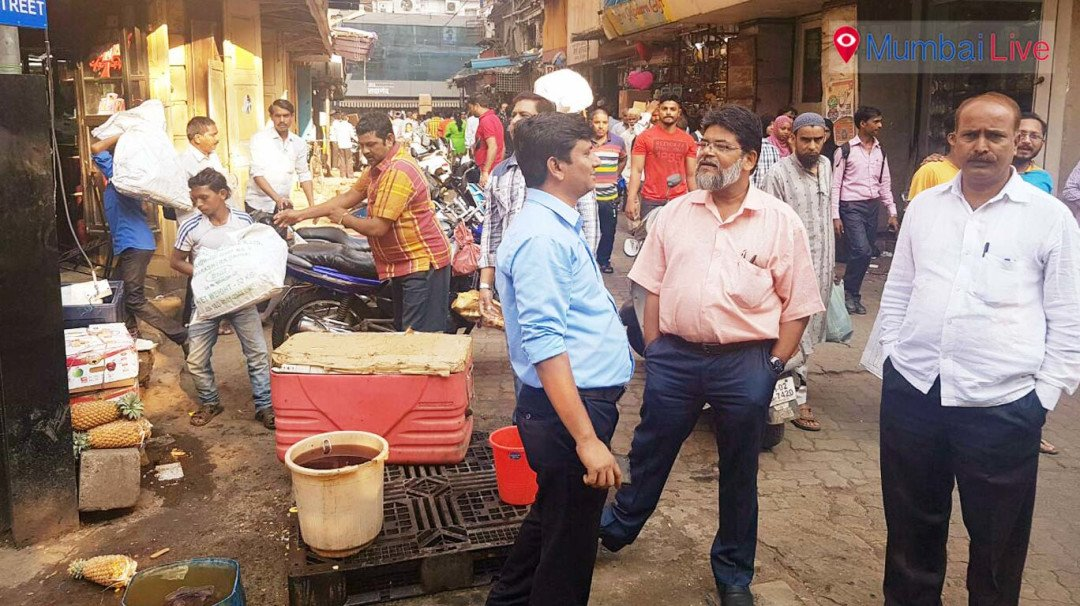 BMC takes action against illegal hawkers