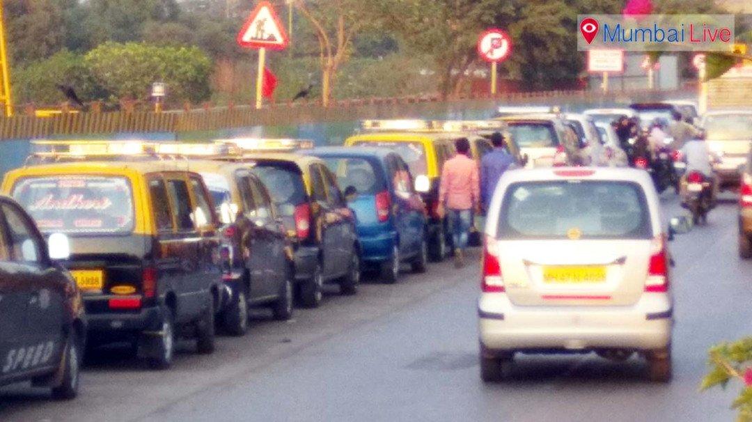 धारावी - माहीम फ्लाईओवर पर नो पार्किंग में पार्किंग