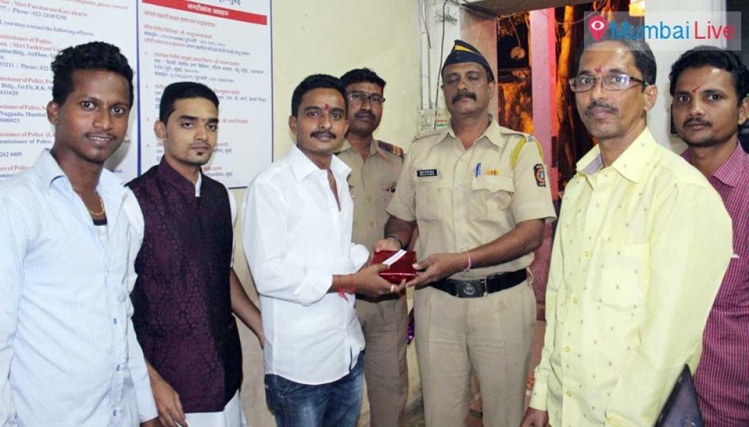 Shivmudra celebrates Diwali with police