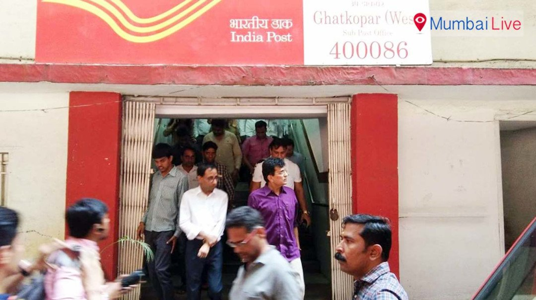 Kirit Somaiya inspects Ghatkopar post office