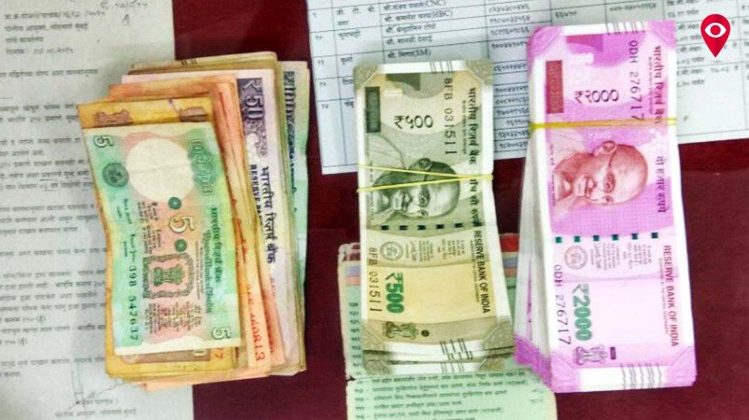 ...आणि प्रवाशाला रेल्वेत विसरलेले लाखो रुपये सापडले!