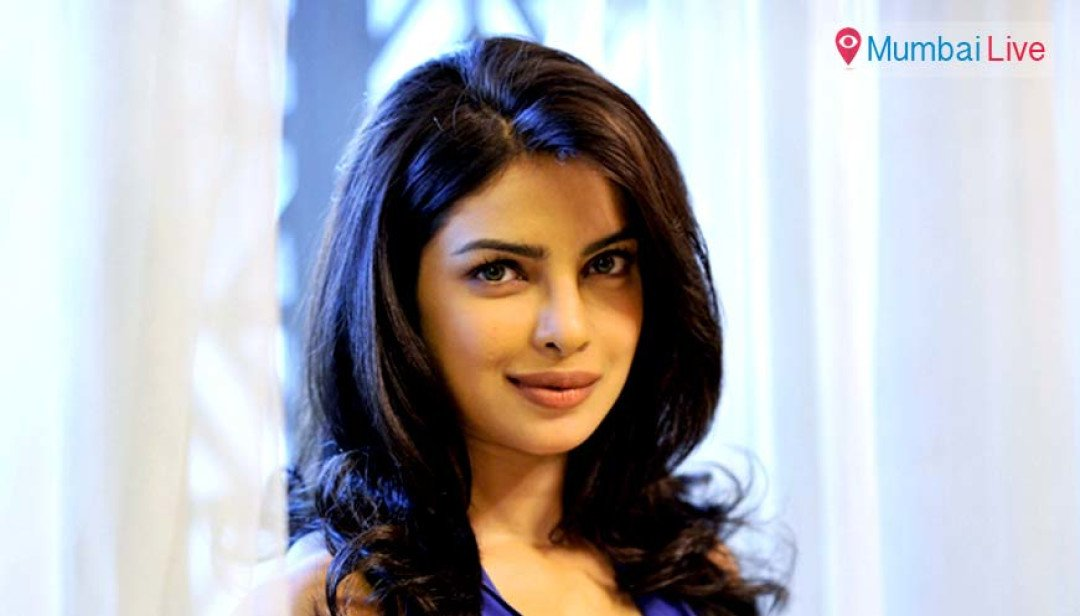 Priyanka sticks neck out for Pak actors
