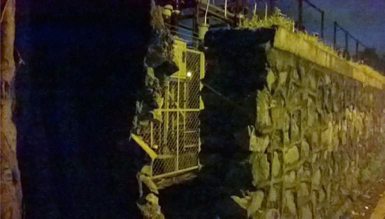 मुलुंडमध्ये संरक्षक भिंतीला भगदाड