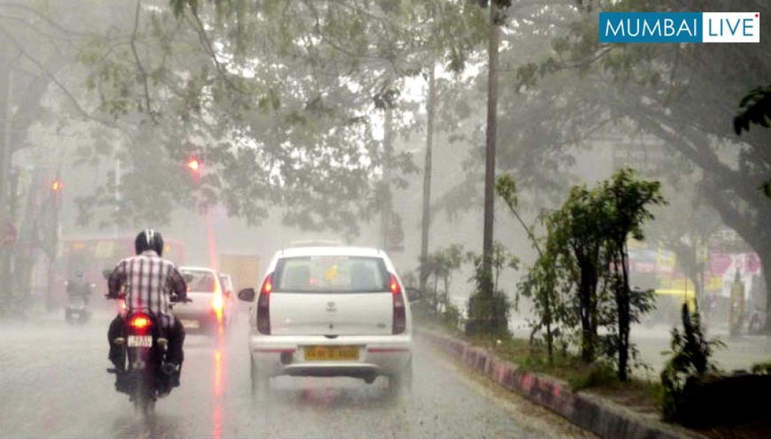 Mumbai swing by heavy rainfall!