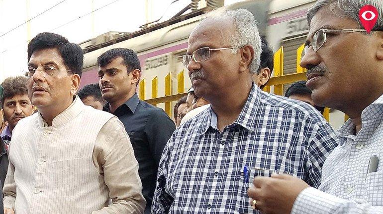 रेल मंत्री पहुंचे मुंबई, आर्मी द्वारा बनाए जा रहे ब्रिज का लिया जायजा