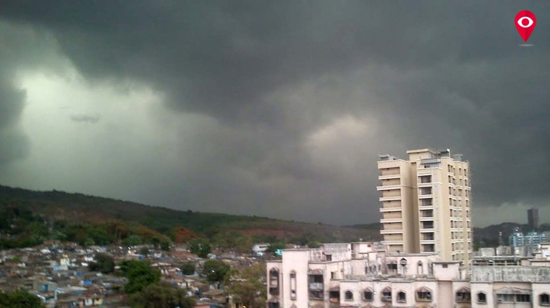 मुंबई में बारिश, गर्मी से थोड़ी राहत
