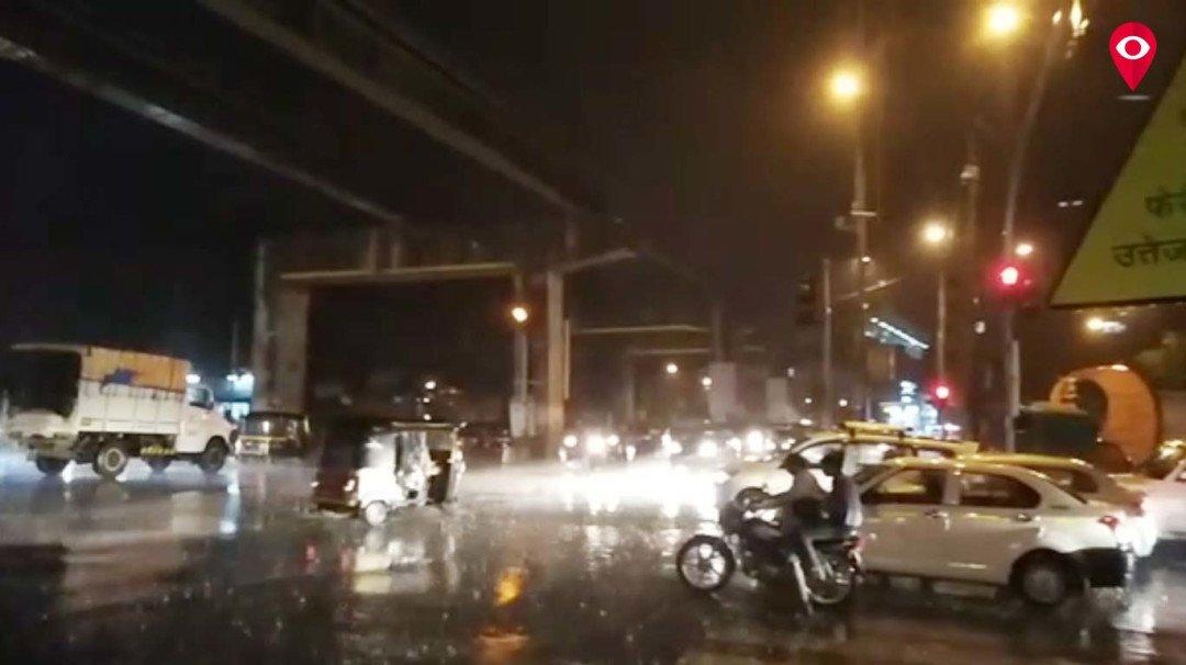 मुंबई में मॉनसून से पहले हुई बारिश से और भी बढ़ी गर्मी, बीमारियों से बचे लोग