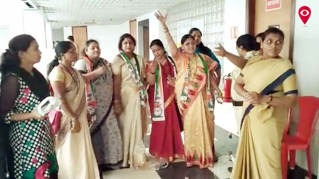 Enraged women go on an agitation outside Mantralaya