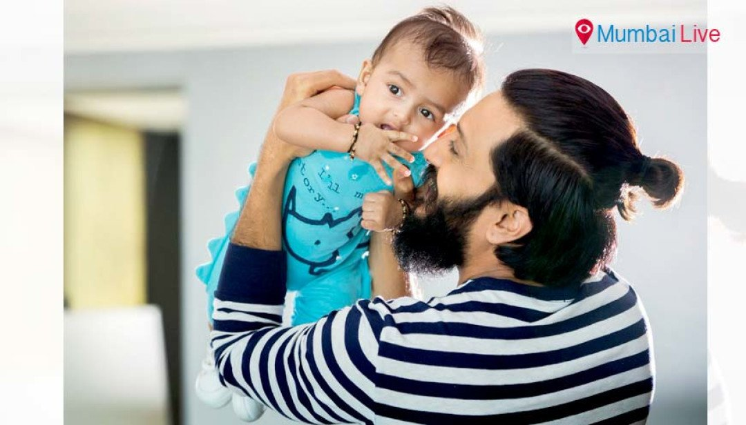 Riteish shares younger son's pic