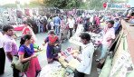 Hawkers pinch RPF inspectors pockets