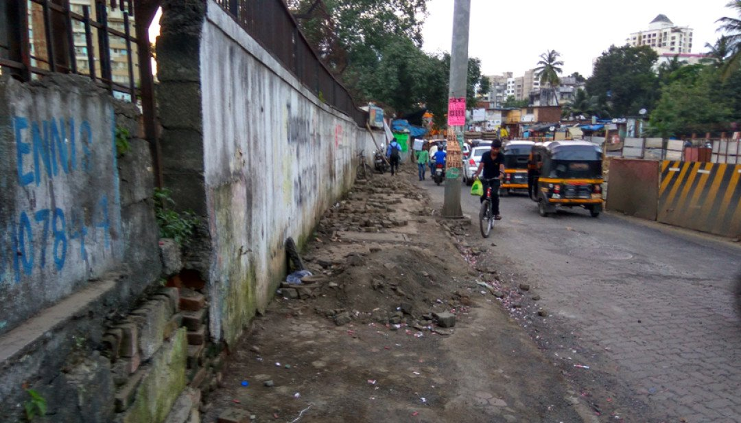 Goregaon's hazardous footpath