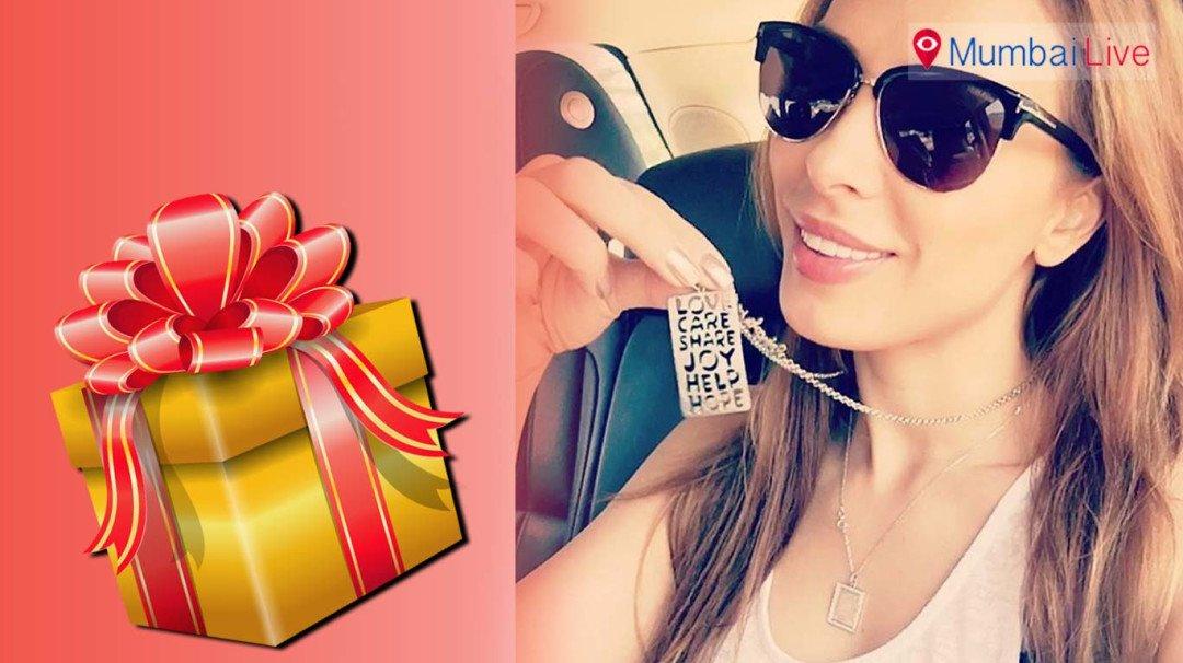 Salman gifts lady love Iulia a pendant