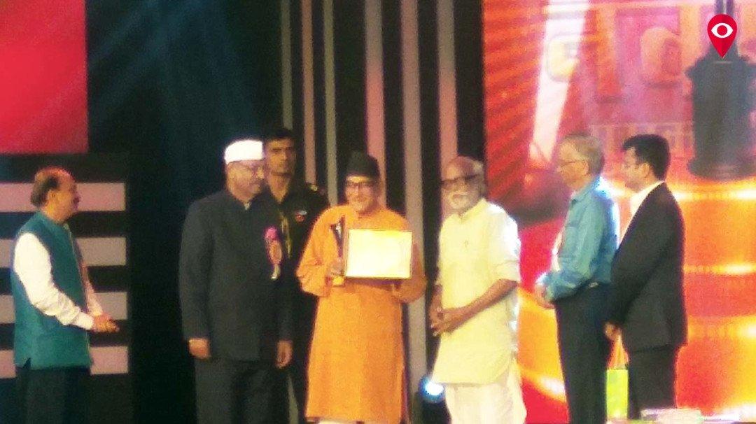 सह्याद्री वाहिनीचा चित्ररत्न पुरस्कार डॉ. मोहन आगाशेंना प्रदान