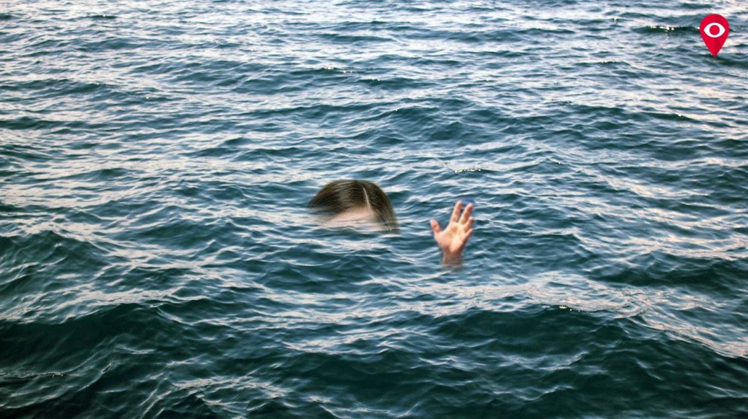 Girl from Tamil Nadu falls in sea while clicking selfie