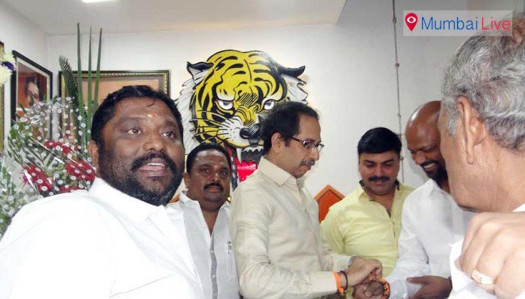 Uddhav Thackeray meets Sena workers