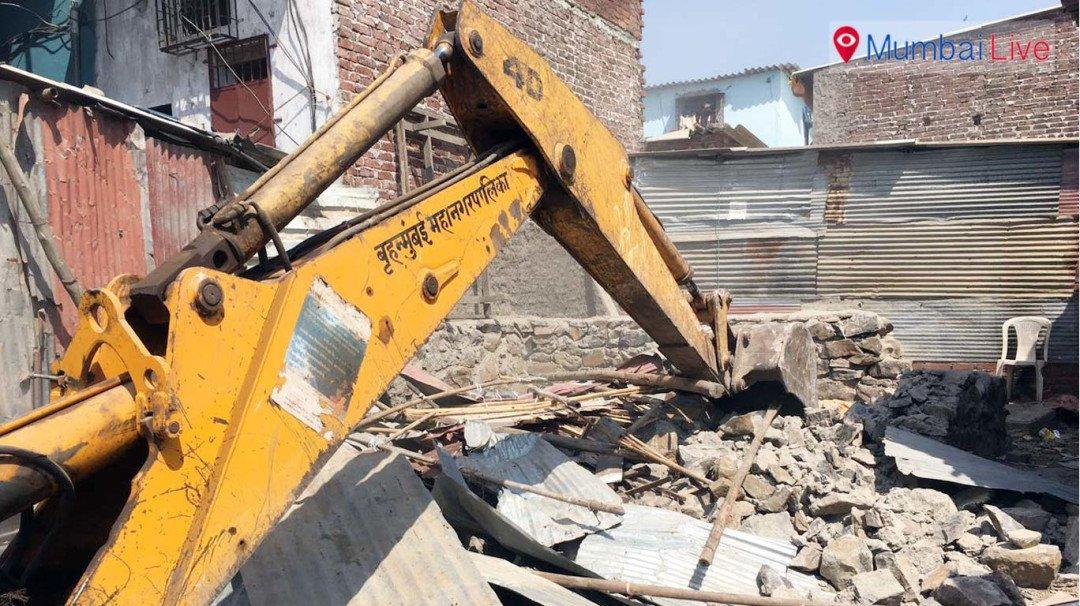 मालाड में धरासाई किए गए अवैध निर्माण