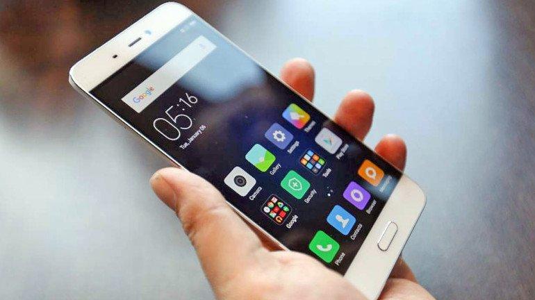 स्मार्टफोन जास्त काळ वापरताय? मेंदूचा कर्करोग होण्याची शक्यता ४०० पट अधिक