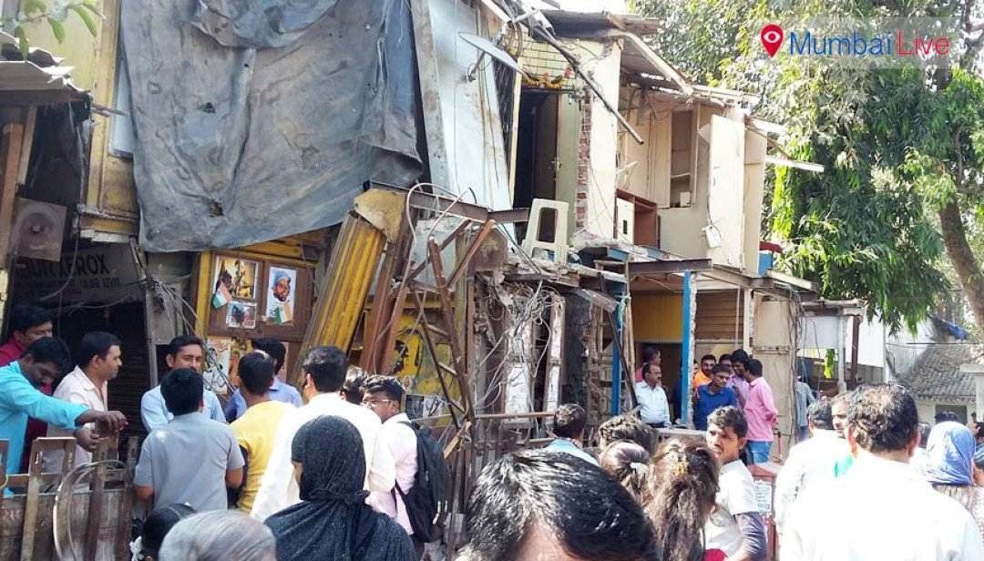 Railways raze stalls near Chembur station