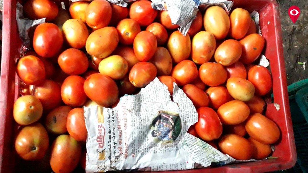 सब्जी की दूकान पर पड़ा डाका, सभी सब्जी छोड़ टमाटर ले उड़े चोर