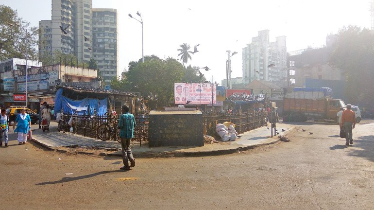 'मुंबई लाइव्ह' इम्पॅक्ट - अखेर कबुतर खाना झाला स्वच्छ!