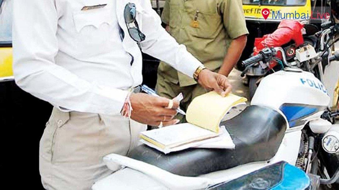 'वाहनचालकाकडे गाडीची कागदपत्रं मागू नयेत'