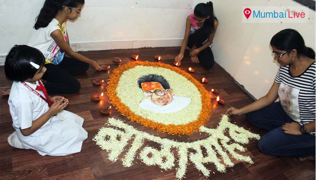 Students pay tribute to late Bal Thackeray