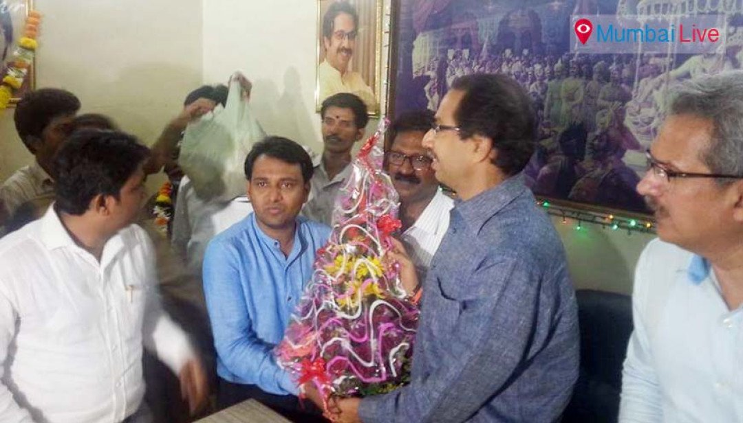 Uddhav visits Fort, Colaba Sena offices