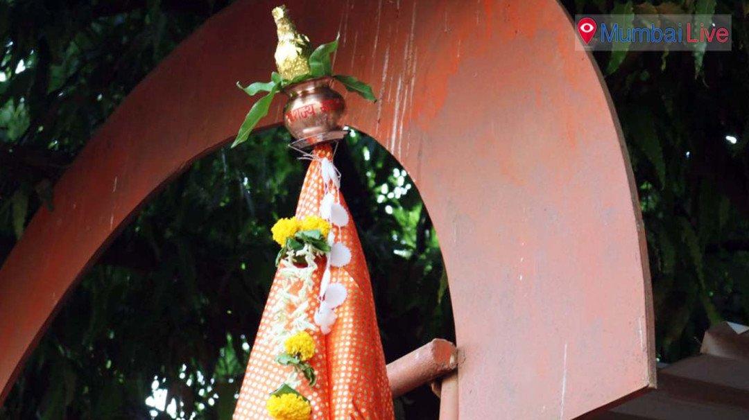 Fan Foundation NGO hoists gudi in an organsied way