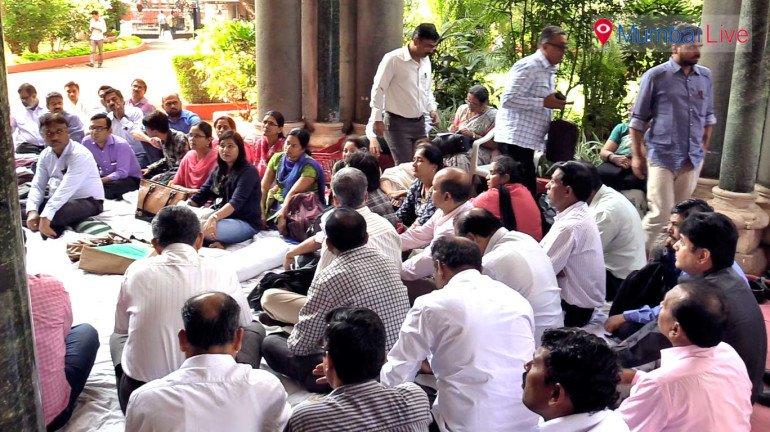 College teachers on hunger strike