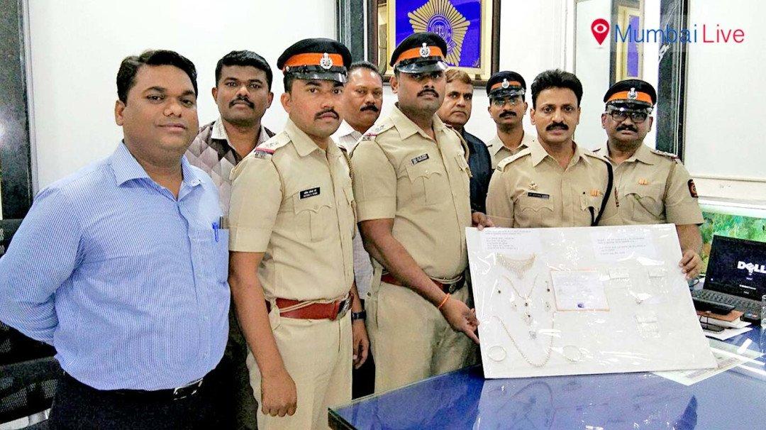पुलिस ने किया 'पुलिस' को गिरफ्तार