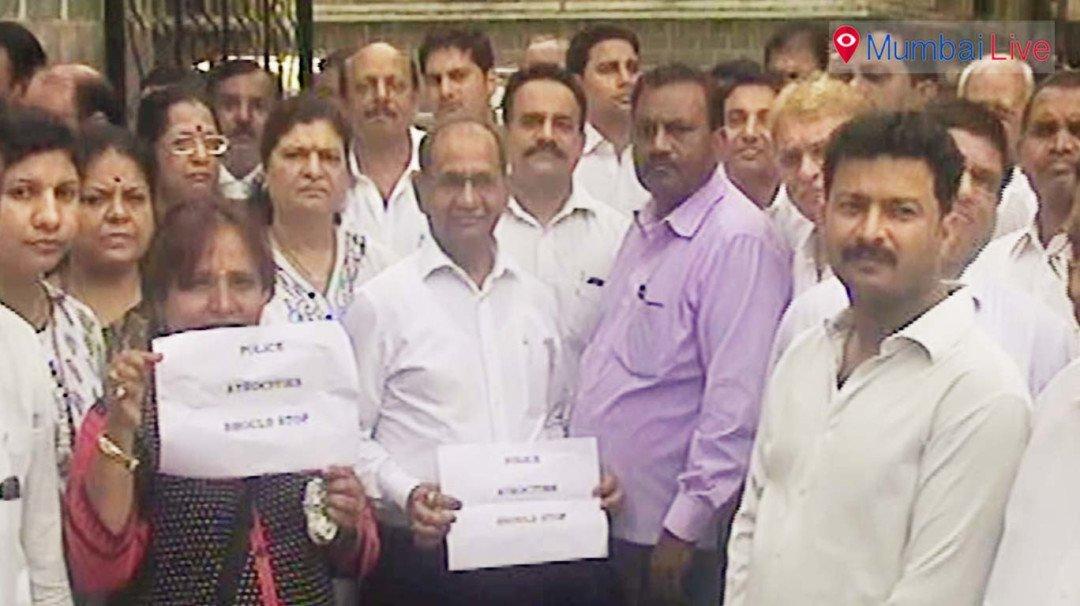 वकिलांचे पोलिसांच्या विरोधात आंदोलन