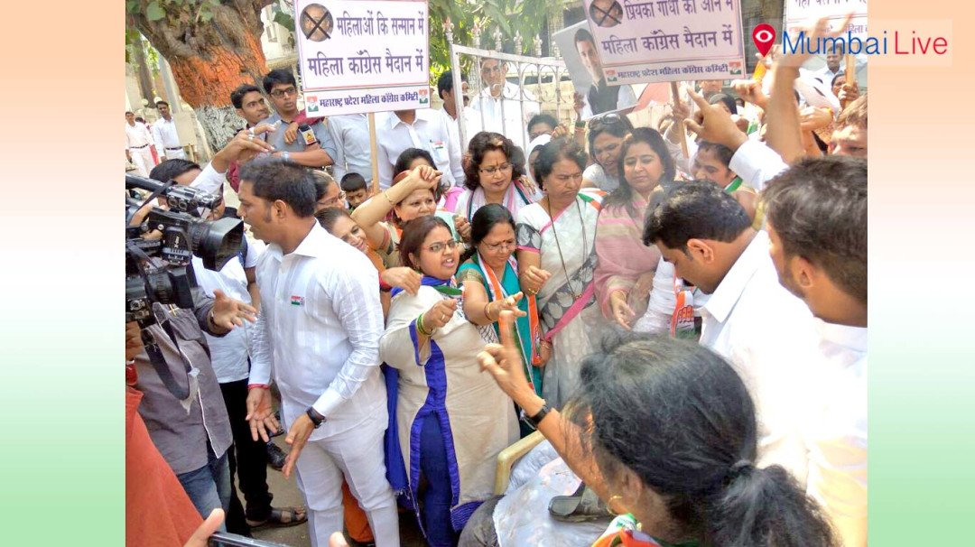 Congress' women burn Vinay Katiyar effigy