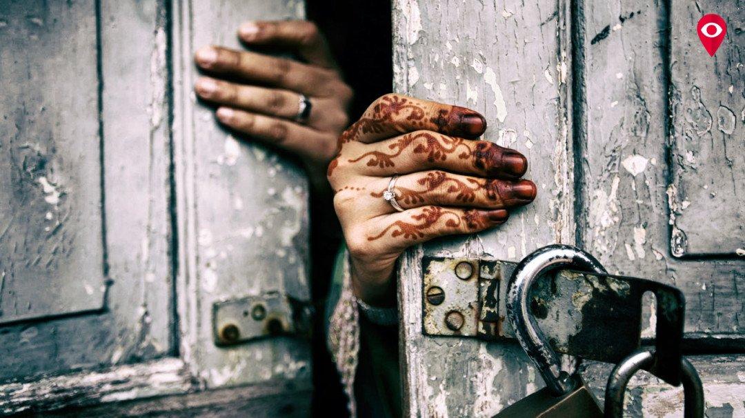 'रक्ताचे' डाग बघून ठरवली जाते मुलींची व्हर्जिनिटी
