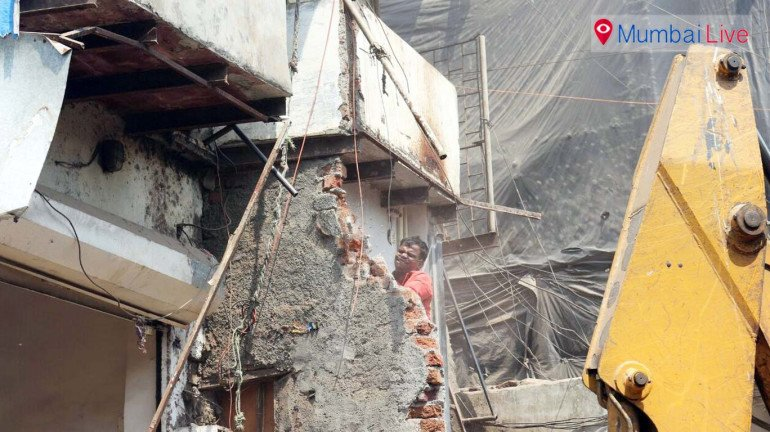 Civic officials raze illegal structures at Antop Hill