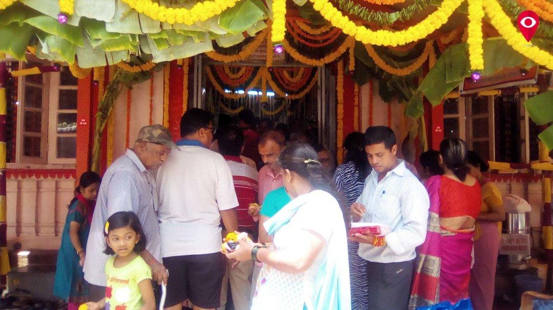 वडाला के 150 वर्ष पुराने हनुमान मंदिर में भक्तों की भारी भीड़